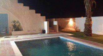 Villa avec piscine architecture Djerbienne