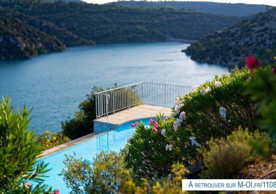 Des photos qui font rêver, non? ?…. Au calme absolu, une piscine à débordement, et surtout une vue exceptionnelle sur le lac d'Esparron (avec un accès qui y est réservé).?