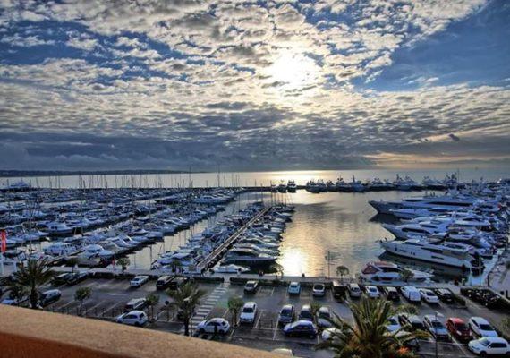 Très beau studio meublé avec vue panoramique sur le port Camille Rayon de Golfe Juan ?⛵️