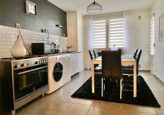 Baobab vous propose en exclusivité cet appartement T4 de 83m2 avec garage situé à Chambéry (Secteur Monge/Buisson rond).