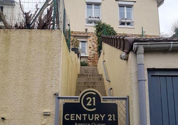 Une année qui s'est achevée en beauté pour M. G et Mme. L et une autre qui démarre très bien pour M. et Mme. G qui vont pouvoir prochainement emménager Rue de Boussy à Epinay !
