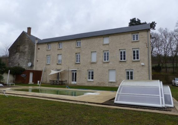 Axe Soissons-Reims proches d'un bourg avec commerces, écoles et transports.