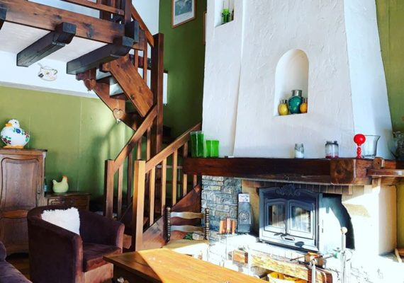 Rare opportunity to purchase 300 m2 ski in ski out in sought after Les Praz ⛷??️♀️?♂️? #lafloriaimmobilier #investinchamonix #chaletchic #chamonixgolfclub #farm #inneedoftlc #chamonix @ Chamonix, France