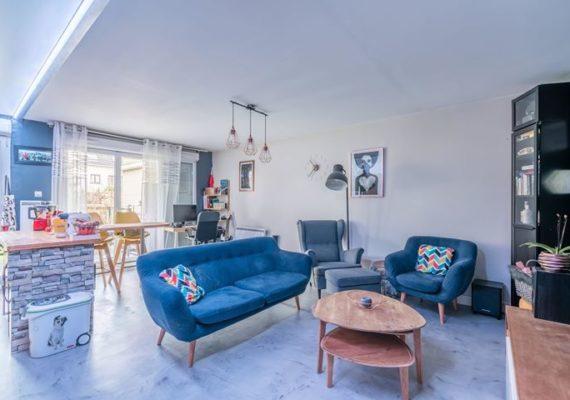 Alves Immobilier vous propose ce charmant appartement de 3 pièces dans une résidence de standing de 2009.