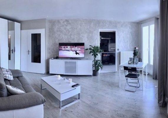 Alves immobilier vous propose ce charmant studio dans un quartier calme et recherché ! ?