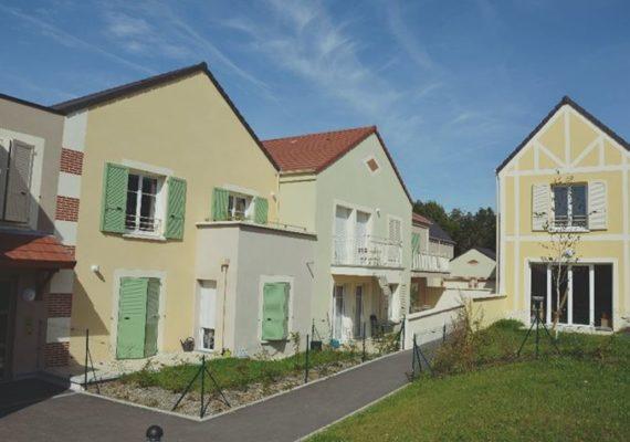 EN EXCLUSIVITÉ – Découvrez dans un parc unique, une maison récente située sur les hauteurs de Chartres avec vue imprenable sur la cathédrale à la limite du Coudray.