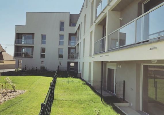 EXCLUSIVITE – Dans un environnement privilégié, à deux pas du centre-ville de Chartres et de sa gare, nous vous proposons un appartement de deux pièces avec parking et cave. La résidence «Villa Majorelle» répond aux normes BBC et vous offrira confort, sécurité et convivialité. N'attendez plus : 02.37.300.400.