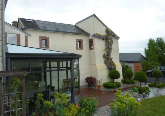 Une belle maison de 159 m² proche Saint-Lô. Commodités immédiates avec de grands volumes, 5 chambres, terrain agrémenté de 1059m², garage et en plus bien entretenue!?