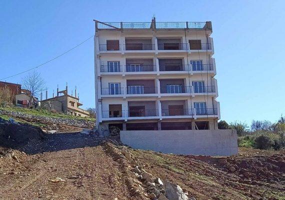 Cherchell,à vendre appartements dans une nouvelle résidence.F2,f3 et f4 avec terrasses vue sur mer.Cuisines équipées,fenêtres double vitrage,places de garage.Endroit résidentiel à proximité de la bretelle qui accède à l'autoroute vers Alger ou vers sidi ghilés.