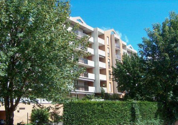 T4 rue des Ribottées, 4ème étage avec ascenseur, séjour sur terrasse + 2 balcons , 2 chambres, cuisine équipée