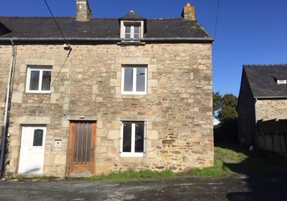 ? ?' à vendre ?' en exclusivité. A 5 minutes de #DINAN dans hameau de charme, jolie maison en pierres de 4 pièces, avec un beau jardin de 5 100 m² ? A rénover ?