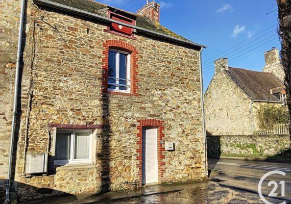 ??' à vendre ?' en exclusivité. Jolie longère dans hameau comprenant, cuisine ouverte et aménagée, avec 2 chambres, 77 M² environs ?