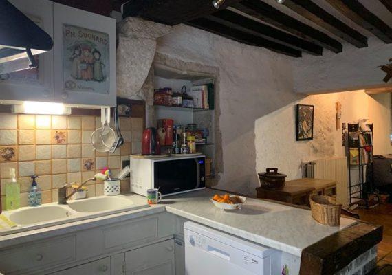 Au coeur de la ruePasteur , idéal 1er investissement, investissement locatif, Air B&B ou première acquisition , appartement de charme offrant un intérieur avec pierres apparentes et plafonds à la Française .