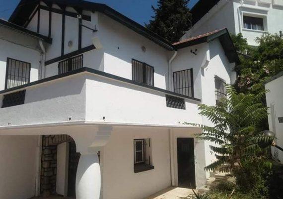 Agence immobilière Ma maison met en location une petite villa à hydra (les crête) RDC 3 pièce plus salon, salle de bain toilette plus un rez de jardin une chambre salle de bain toilette