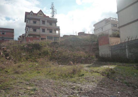 a vendre terrain de 250m2 situé a el kala cité bizani 3 façades, une vue sur la mer n'hésitez pas à me contacter pour tout complément d'information merci.