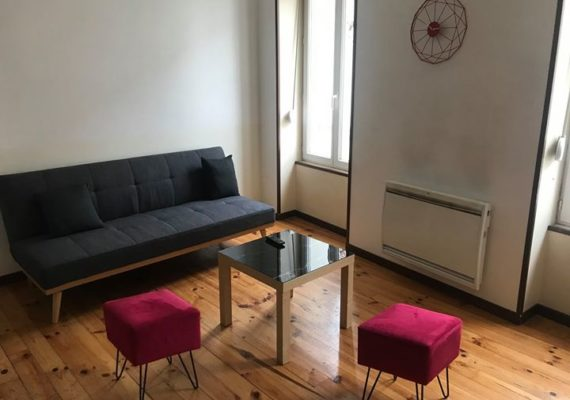 Idéal pied à terre pour un séjour touristique ou professionnel pour vous reposez au sein de cet agréable appartement, moderne et cosy de 42m2, au 1er étage d'un petit immeuble.