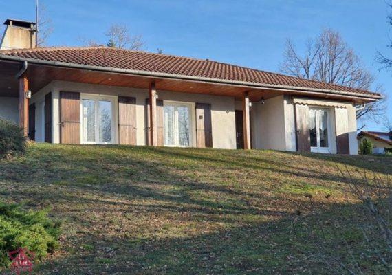 Venez découvrir en EXCLUSIVITÉ cette très jolie villa sur sous – sol semi enterré située à Rozier en Donzy!