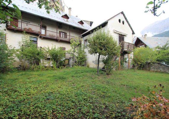 Maison de village ? – 172,24 m² – 2 chambres – Balcon ? – Fort potentiel d'aménagements ?