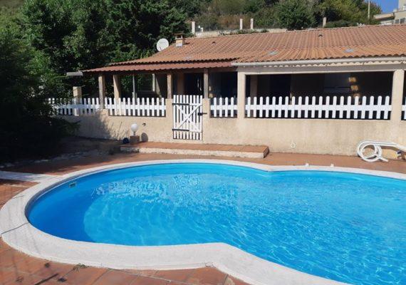 Située sur la commune d'ANTISANTI 20270, à 20 km d'ALERIA (30 mn en voiture), nous vous proposons cette maison d'une superficie totale de 99 m² avec piscine.