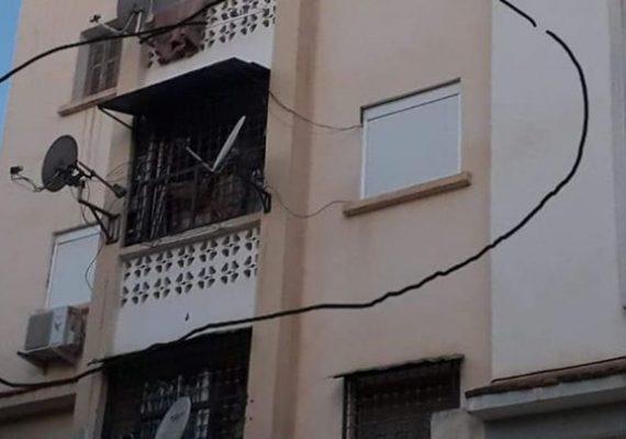 A vendre une très jolie appartement F3 au 2 ème étage a la commune Hélio police une cité calme l'appartement très bien Fini