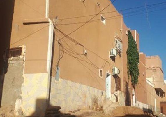 للبيع دار ببوقرطاس..فيني 10×13(2فصادات)قرب مسجد الفردوس..لمن يهمه الامر اتصل بالوكالة ..0558895306