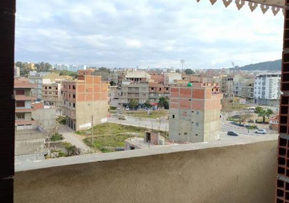 شقة F2 بواجهتين للبيع طابق اخير بعقد موثق (بوالرمل) ، مساحة حوالي 65 م + (deux terrasses) . نسبة الاشغال حوالي 80% .. السعر 450 قابل للتفاوض🔸📲📲 0779531374/0697111318