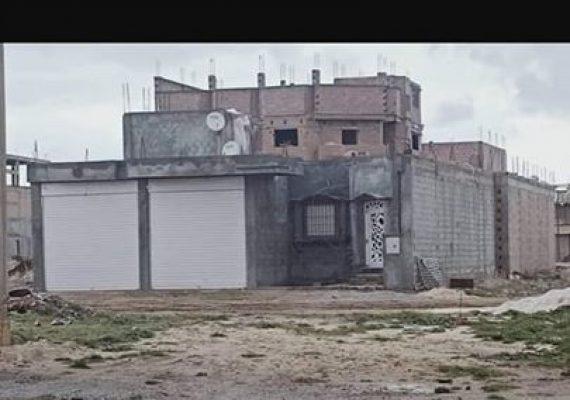 سكن للبيع 280 م 2 ذو واجهة واحدة بحي URBCO يتكون من 2 مستودع و غرفة استقبال و غرفة نوم + مطبخ و حمام و فناء بعقد ملكية