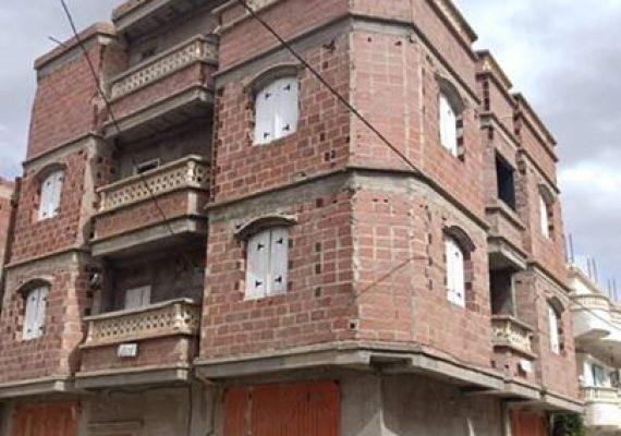 سكن للبيع 120م2 ذو واجهتين مبني على مستوى الطابق الثاني بحي 299 قطعة بعقد ملكية + دفتر عقاري