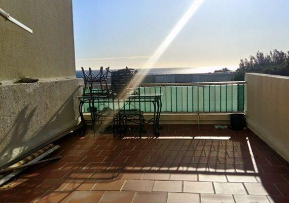ref004 : la ciotat baie des anges type 2 de 45m2 avec terrasse vue mer de 25m2 – loyer : 800€ charges comprises