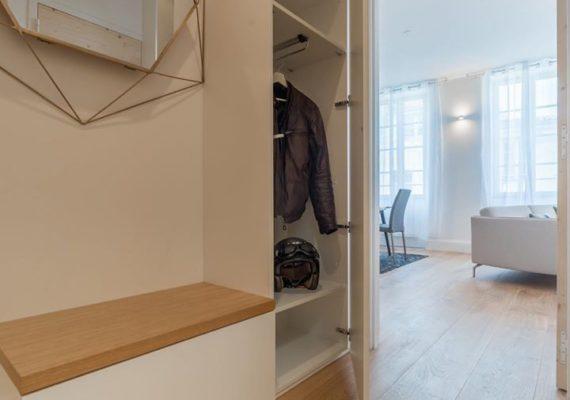 Au pied des halles L'appartement des bonnes femmes vous séduira ! ✨??? @ La Rochelle, France