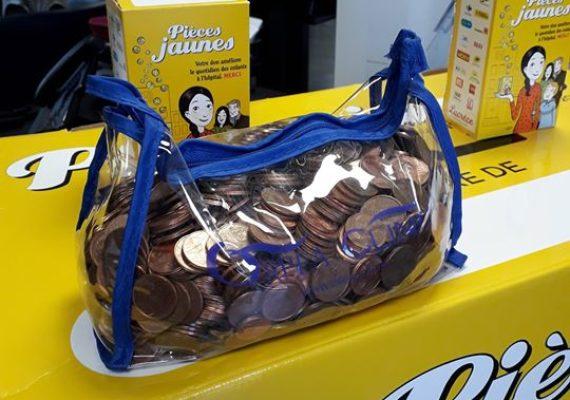 Un grand merci à Yves qui nous a déposé 5 kg de pièces jaunes collectées par une «figure» du Centre-Ville Rochelais, l'élégant SDF Luciano «Léon» qui les avait collectées pour les enfants hospitalisés. Décédé l'été dernier, c'est Yves qui a attendu l'opération pièces jaunes 2020 pour réaliser le souhait de Luciano. Les enfants et nous-mêmes vous remercions tous les deux…