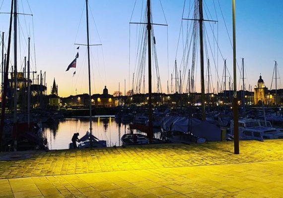 Belle soirée Rochelaise !!! #larochelle #soiree #soireerochelaise #vieuxport #mer #vue #photooftheday #photographie #photography #bateau #port #bassin #vuemer @ La Rochelle, France