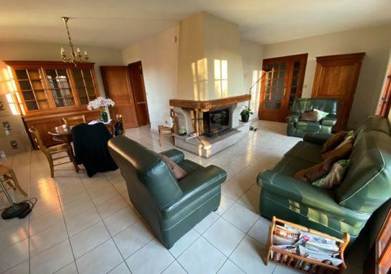 Julia vous propose une jolie maison avec accès de plain-pied sur sous-sol complet sur la commune de Feytiat.