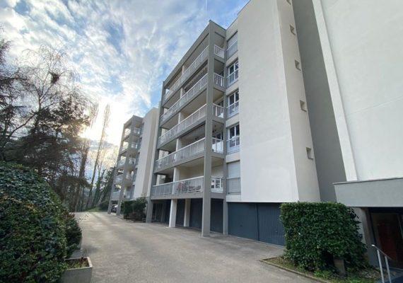 On commence bien l'année avec ce superbe appartement de type 5 à vendre à Caluire.