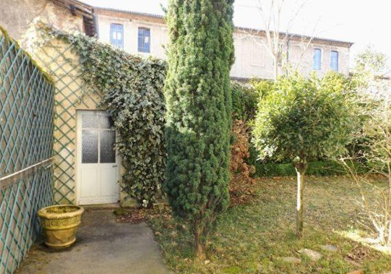 ? BEL APPARTEMENT T3 en rez-de-chaussée sur jardin privatif… «Comme dans une maison de ville»…?