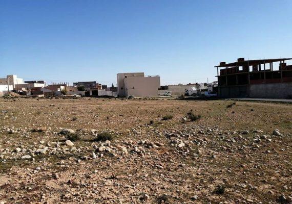 قطعة أرض للبيع تمسح 1200 متر قبالة معهد العهد الجديد طريق بنڤردان