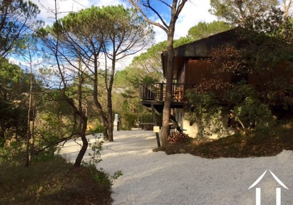House with views in Mediterrenaen woods close to village €269 500