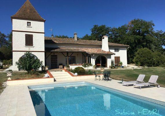 À 45 mn de l'aéroport de Toulouse une Superbe habitation au beau milieu de la propriété.