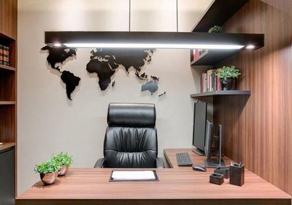 [Conseil] De plus en plus de personnes font du télétravail et avoir un espace bureau chez soi est devenu une nécessité ! Optez pour du mobilier design & des accessoires déco tendances pour faire de cette pièce fonctionnelle un espace créatif !