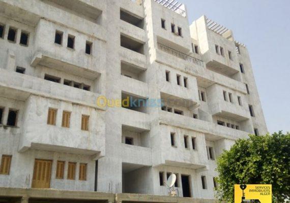Nous mettons en vente un spacieux duplex semi-fini de 155 m² composé de 05 pièces au niveau de Diar El Behri, Beni Mered, Blida.