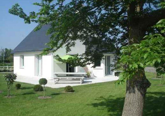 Pays Bigouden. Penmarch proche de la PLAGE de Pors Carn, L'intemporelle CONTEMPORAINE de 2008 avec Jardin.