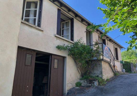 A Salmiech très agréable maison avec jardin et superbe point de vue.