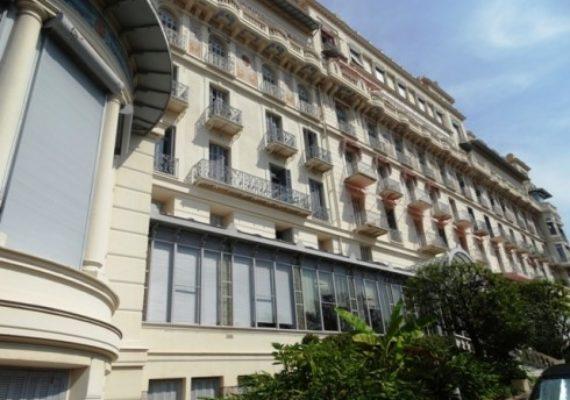 ? Notre Agence vous propose à la vente cet appartement de 2 pièces 50 m² situé au centre ville de Menton ?