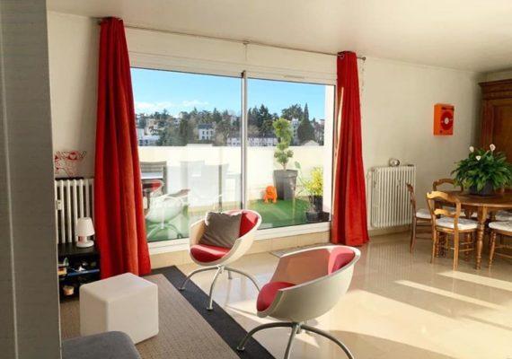 • Audrey vous propose aujourd'hui cet appartement de type 5 de 105m² situé à Saint-Etienne ?