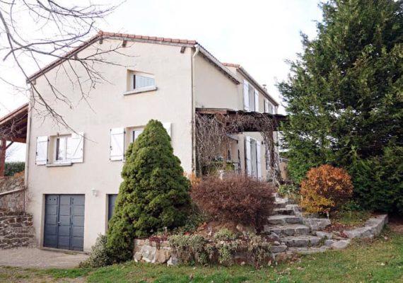 • Maxime vous propose aujourd'hui cette maison de 150m² située à Beauzac ?