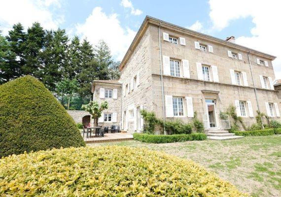 Pour bien commencer l'année, rien de tel qu'une belle maison de 1812, avec un cachet incroyable, à Saint Genest Malifaux…