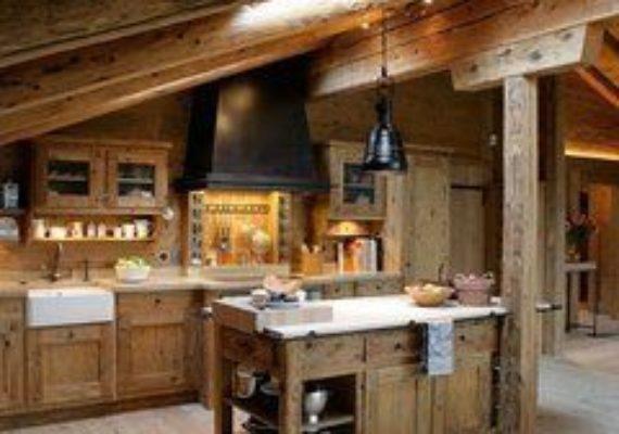 Fonctionnel, pratique et convivial, l'îlot est devenu l'aménagement clé d'une grande cuisine qu'on aime. Voici 12 photos de cuisines avec îlot :
