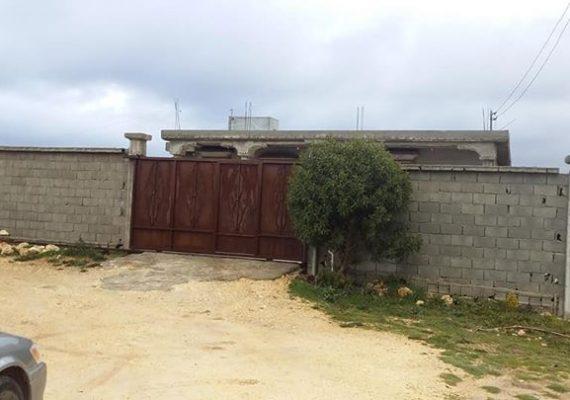 العرض رقم (187) منزل للبيع في شحات (طريق الصفصاف يبعد عن مدخل شحات كم مساحه الأرض 700م شهادة عقاريه مع (خط اميه) المسقوف 200م (بلاطه)