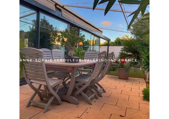 ?Vous êtes à la recherche d'une maison sur Sanary-sur-Mer au calme proche de toutes commodités?