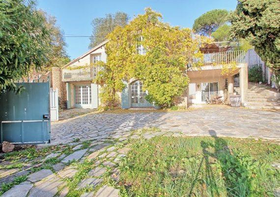 ⚡️Nouveau⚡️LA GARDE – Villa T5 de 150m² avec terrain arboré et piscine ! réf 9331 https://bit.ly/36EHODl